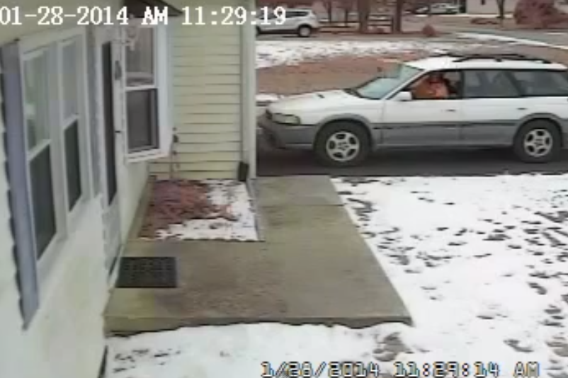 La Plata Mail Carrier Throwing Package
